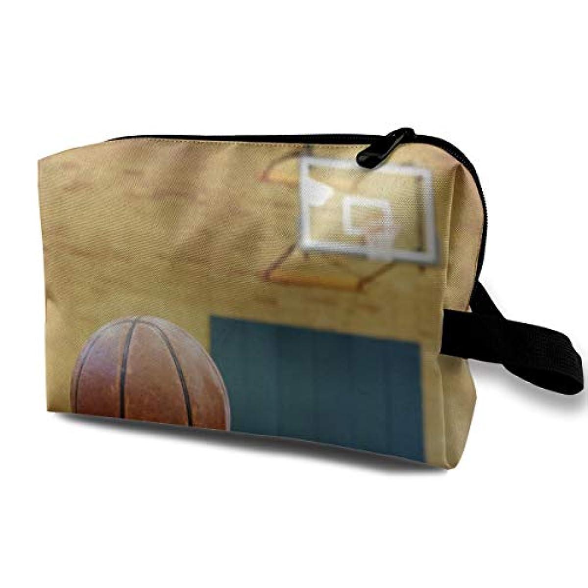 発生器半島値Ball On Basketball Court 収納ポーチ 化粧ポーチ 大容量 軽量 耐久性 ハンドル付持ち運び便利。入れ 自宅?出張?旅行?アウトドア撮影などに対応。メンズ レディース トラベルグッズ
