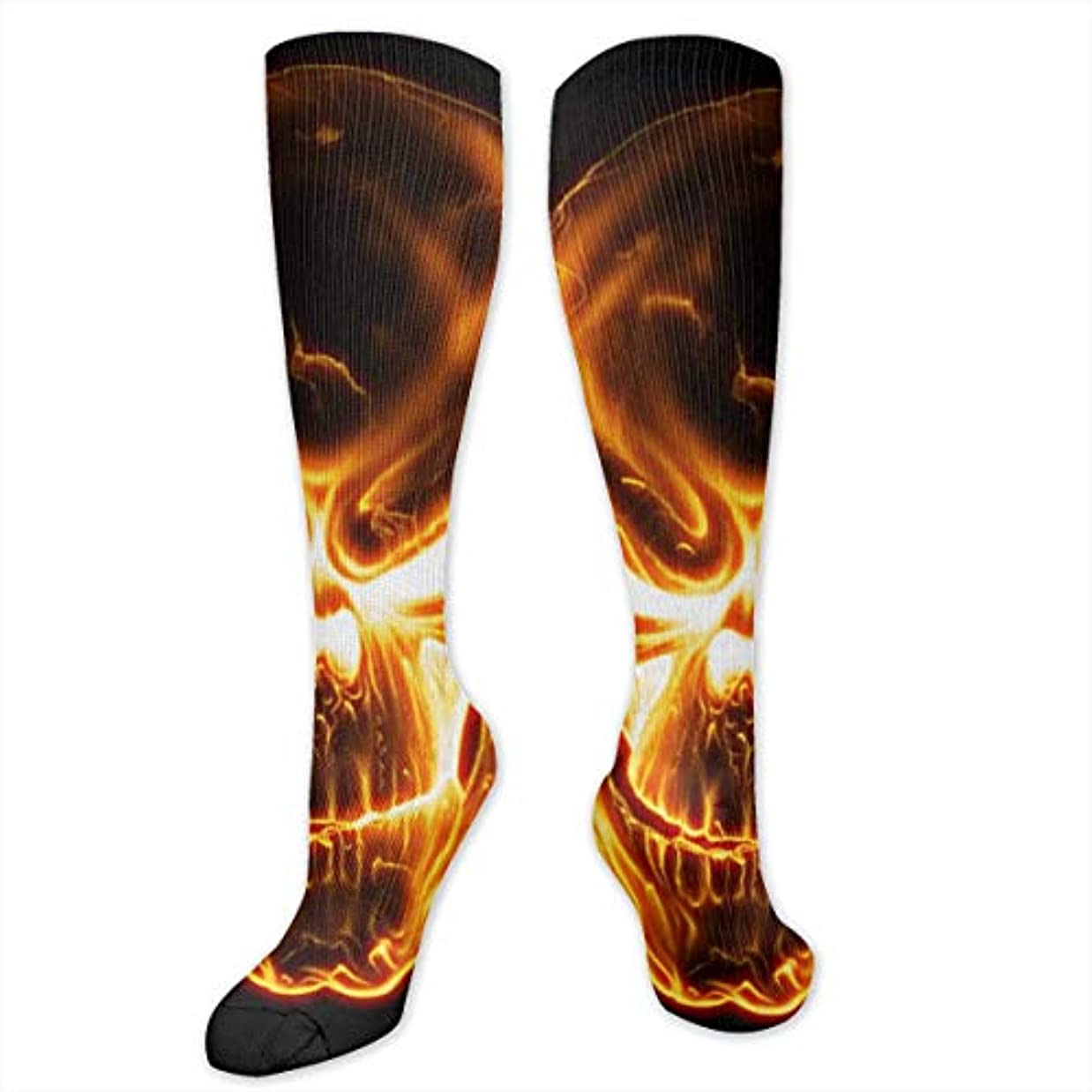 成熟彼の再集計レディースFunny Casual Socks - コットンフレイミングスカルアスレチックソックス