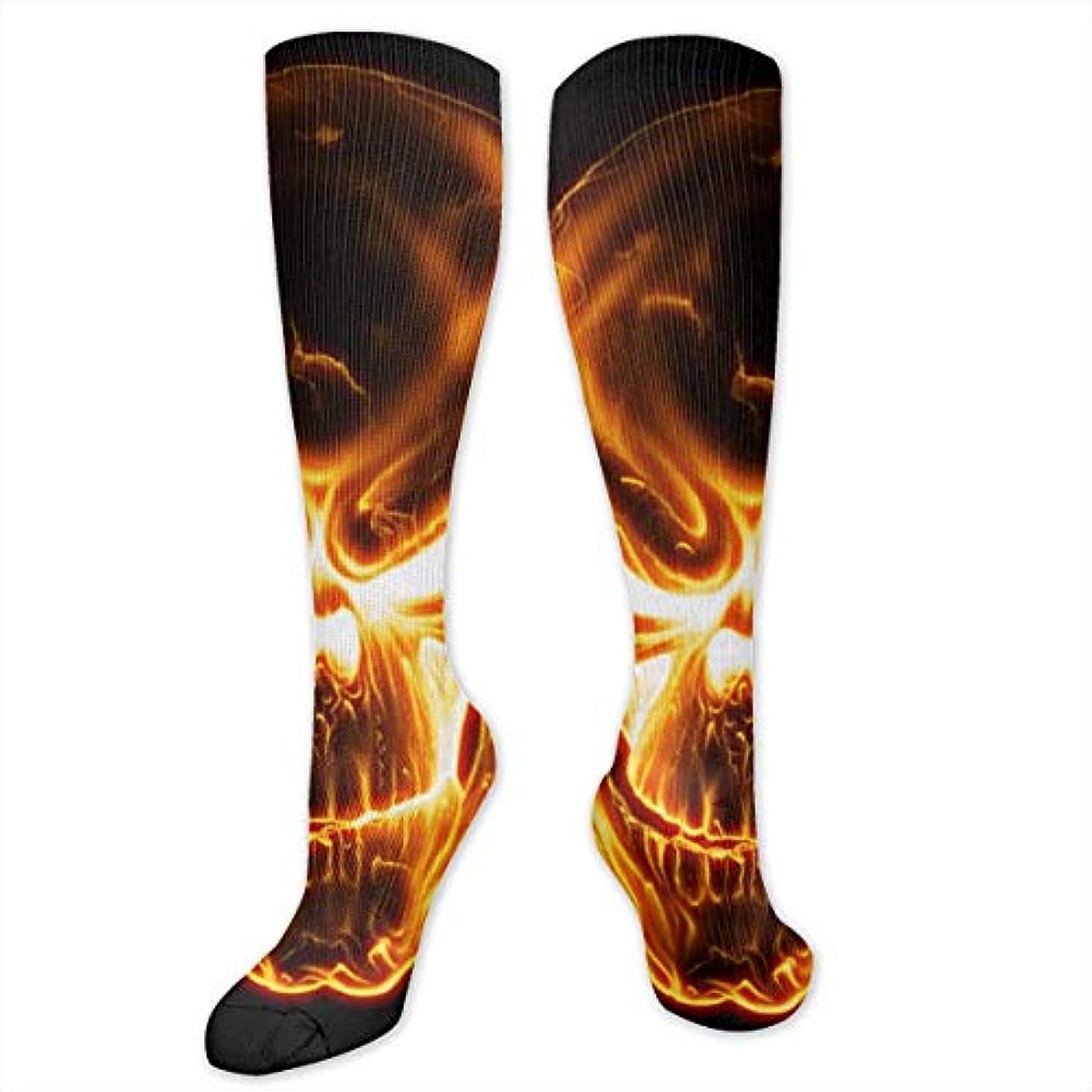 世辞ヒューム解凍する、雪解け、霜解けレディースFunny Casual Socks - コットンフレイミングスカルアスレチックソックス