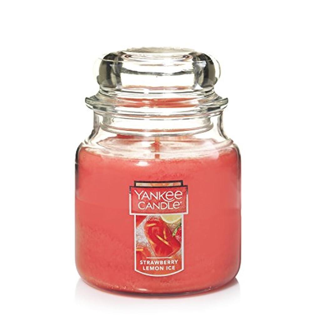 赤面対象なぞらえるYankee Candleキャンドル ストロベリ?レモンアイス Medium Jar Candle 1351665Z