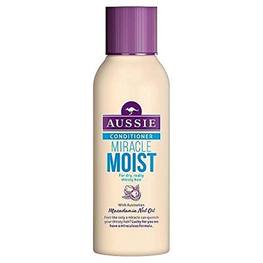 権限トラフィックパス[Aussie ] 乾いた、のどが渇い毛90ミリリットルのためのオーストラリアの奇跡しっとりコンディショナー - Aussie Miracle Moist Conditioner For Dry, Thirsty Hair...