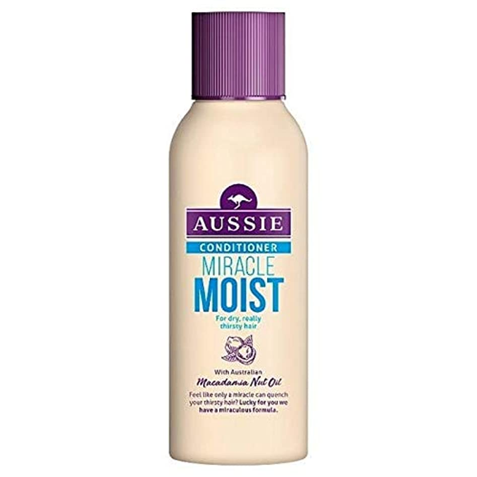 白鳥連帯制裁[Aussie ] 乾いた、のどが渇い毛90ミリリットルのためのオーストラリアの奇跡しっとりコンディショナー - Aussie Miracle Moist Conditioner For Dry, Thirsty Hair 90ml [並行輸入品]