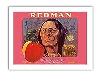 レッドマンりんご - ワシントン州ウェナチー - H.S デニソン&カンパニー - ビンテージなフルーツの木箱のラベル c.1930s -プレミアム290gsmジークレーアートプリント - 46cm x 61cm