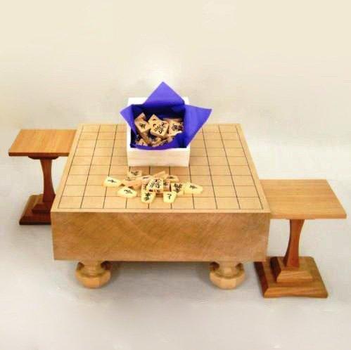 新桂3寸足付将棋盤と黄楊特上彫り駒源兵衛清安駒台