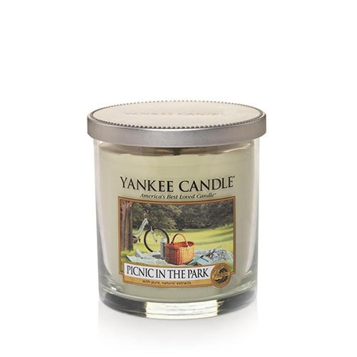 機関車の間に錫Yankee Candleピクニック公園で、新鮮な香り Small Tumbler Candles 1323009-YC