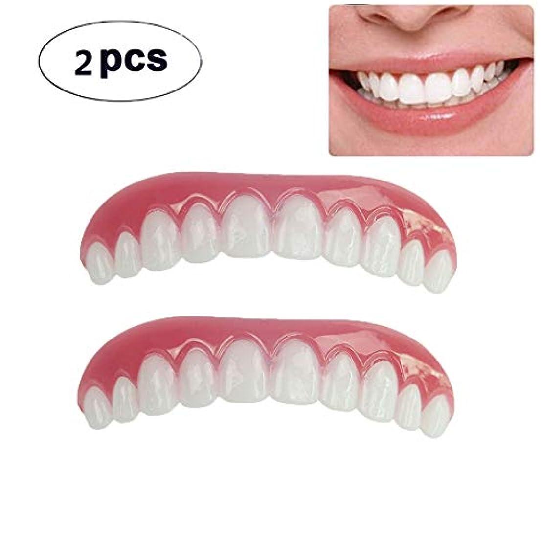 滴下赤道高音2枚の歯科用化粧板が歯の化粧化粧板の上部にぴったり合うサイズがすべての義歯の接着剤の歯に似ています偽の歯の笑顔