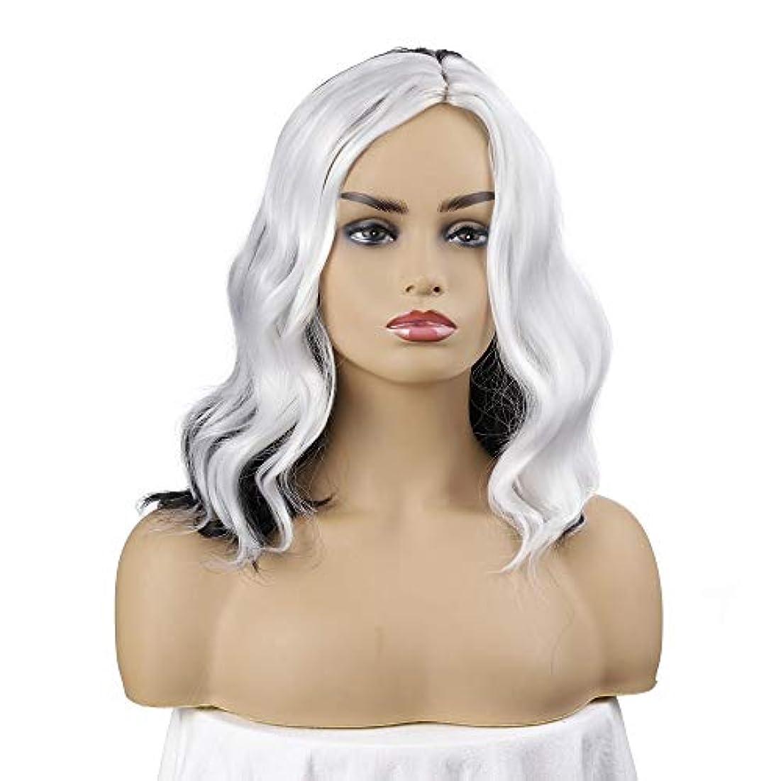 朝の体操をするパッチ適用済み女性の短い巻き毛のかつら、短いボブの波状の巻き毛のかつら、黒と白のかつら、黒人女性のための自然なかつら、ハロウィンコスプレパーティーコスチュームウィッグ(ウィッグキャップ付き)