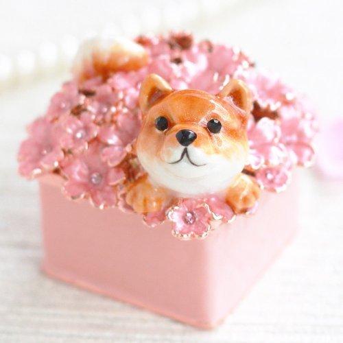 クリスタルジュエリーボックスのトップブランド ピィアース < 柴犬のふく > ピィアース 宝石箱 ジュエリーボックス 満開の桜から顔を出した柴犬がとっても可愛い インテリア雑貨 ex510-1 ex510 【ピィアース直営ショップ】