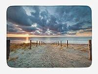 ビーチバスマット、海辺を歩く北ホラント州オランダ日没のロマンチックな日光の木漏れ日、滑り止め付きの豪華なバスルーム装飾マット、、ブルーグレーベージュ