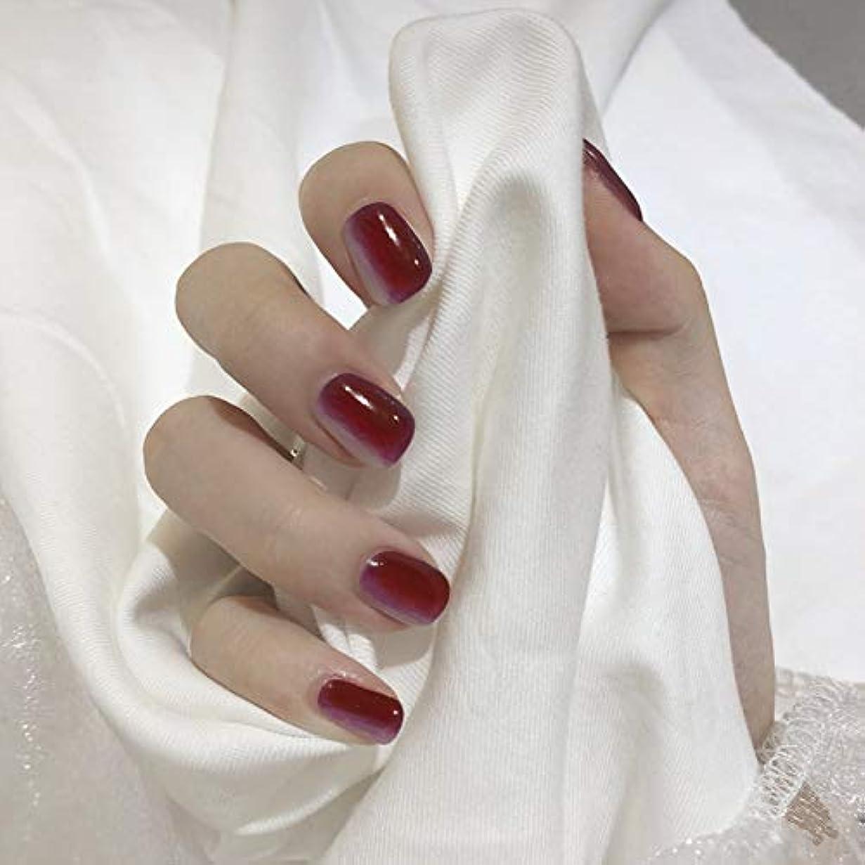 蜜注目すべき散髪新発売 垂直パターン グラデーションカラーネイルチップ ins流行する 24枚入 可愛い優雅ネイル 短いさネイルチップ (赤と灰)