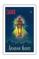 カイロエジプト - アラビアンナイト - 千と一夜 - アラジンの魔法のランプ - ビンテージな世界旅行のポスター によって作成された M. アズミー c.1946 - プレミアム290gsmジークレーアートプリント - 61cm x 91cm