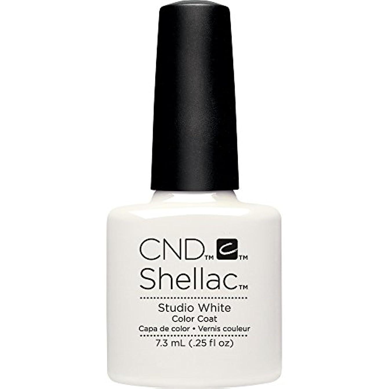 骨髄石灰岩細分化するCND(シーエヌディー) シェラック UVカラーコート7.3mL 526 Studio White(マット)