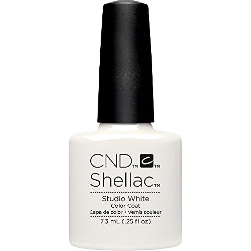 例フィッティング裏切るCND(シーエヌディー) シェラック UVカラーコート7.3mL 526 Studio White(マット)