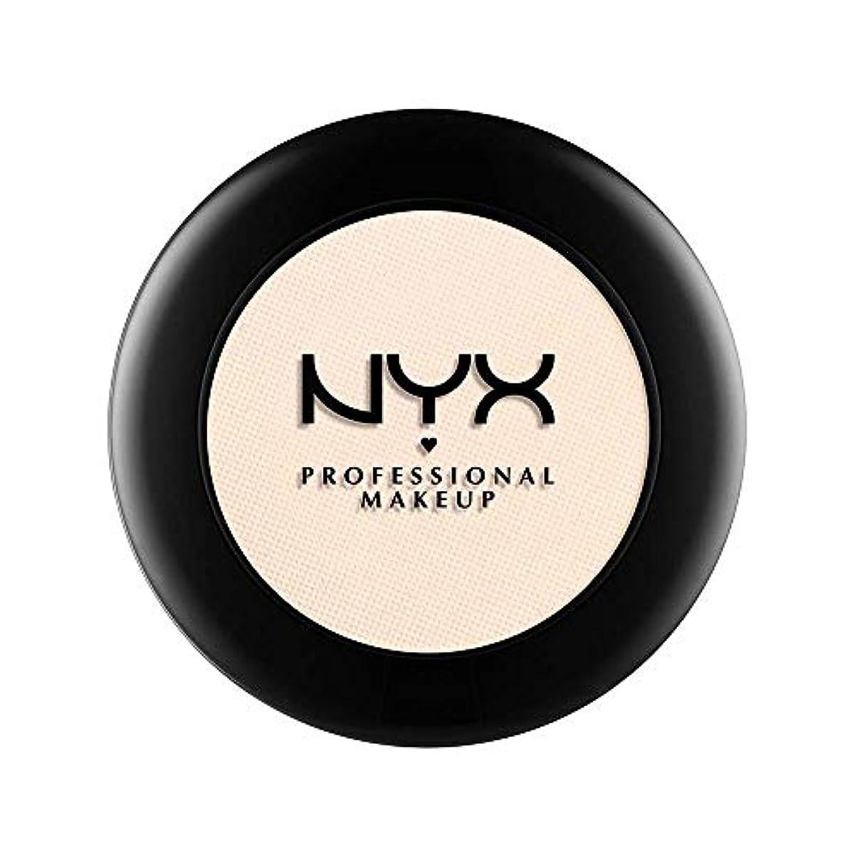 無駄なカウボーイ固有のNYX(ニックス) ヌード マット シャドウ 05 カラーアイ ハブ ア ヘッドエイク