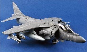メリットインターナショナル 1/18 AV-8B ハリアーII【塗装済完成品】 プラモデル