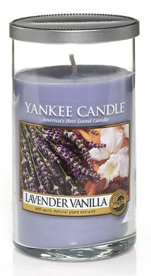適用済み食欲投げるYankee Candleラベンダーバニラ、新鮮な香り Regular Perfect Pillar Candle パープル 1221184-YC