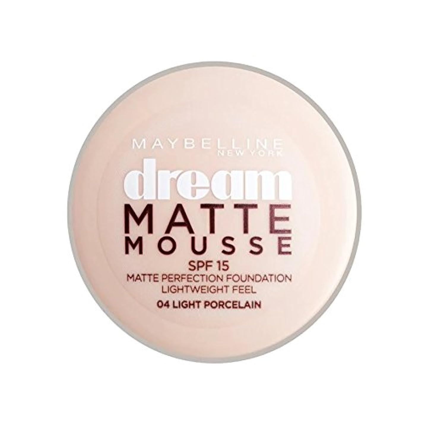 ハウジング絶壁ハーフメイベリン夢のマットムース土台04磁器30ミリリットル x4 - Maybelline Dream Matte Mousse Foundation 04 Porcelain 30ml (Pack of 4) [並行輸入品]