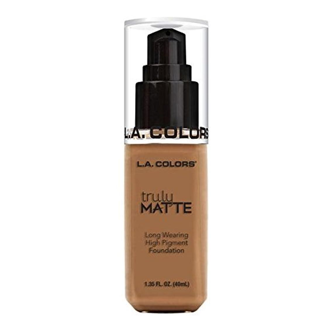 レッスン血統極端な(6 Pack) L.A. COLORS Truly Matte Foundation - Deep Tan (並行輸入品)