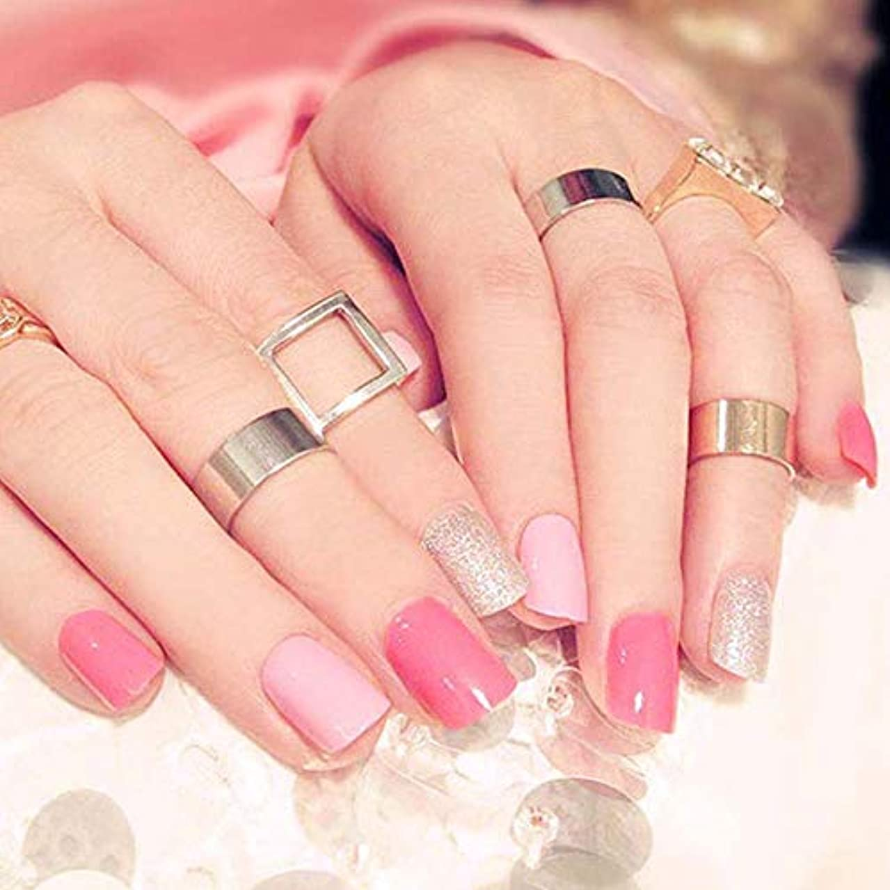 XUTXZKA 24ピースピンク色偽爪女性きらめきグリッターネイルアートのヒント短いサイズフルカバービルド爪