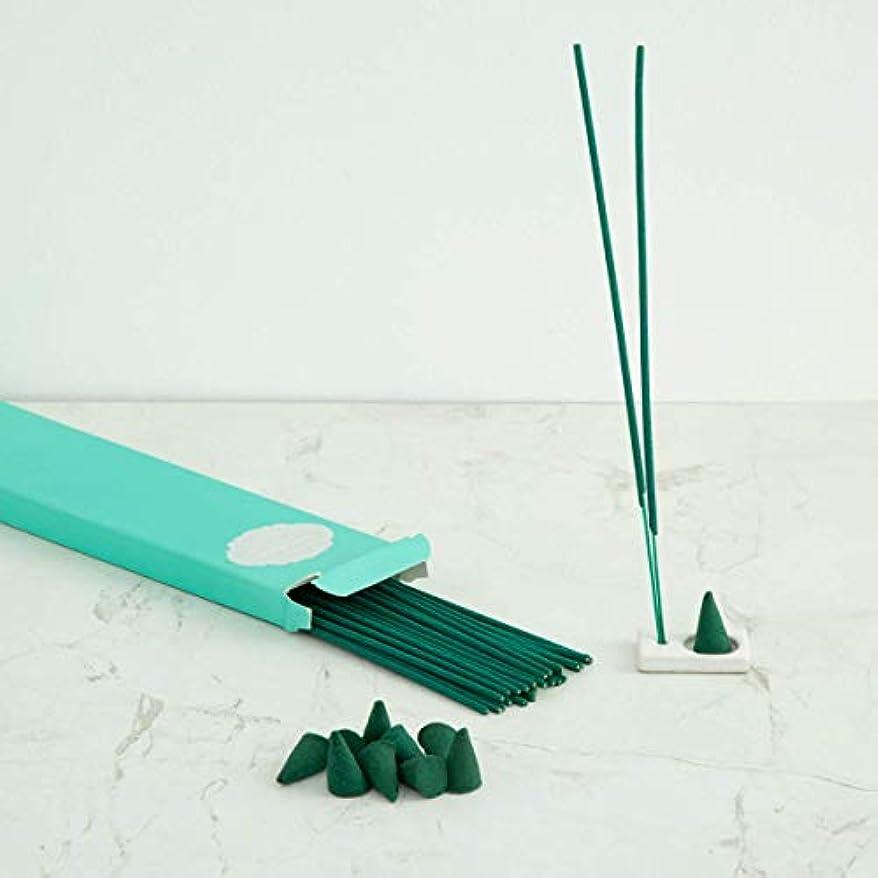女の子測る若者Home Centre Redolance Chirping Woods Incense Sticks and Cones - Blue
