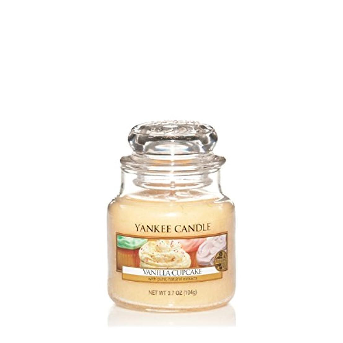裏切りぞっとするようなレコーダーYankee Candle Small Jar Candle, Vanilla Cupcake by Yankee Candle