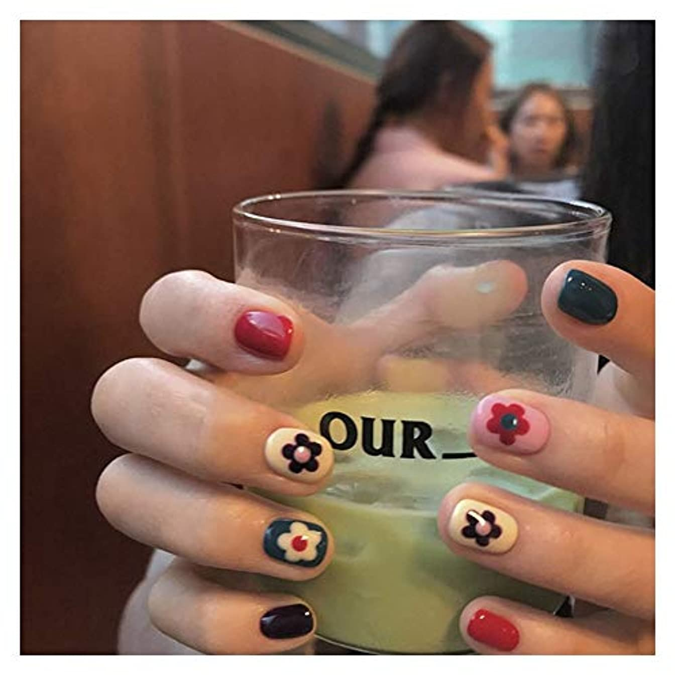 一緒にケニア国BOBIDYEE 明るいフェイスカラー色とりどりの小さな花偽の釘ショートスクエアネイルグルー完成ネイルアートフェイクネイルズ (色 : 24 pieces)