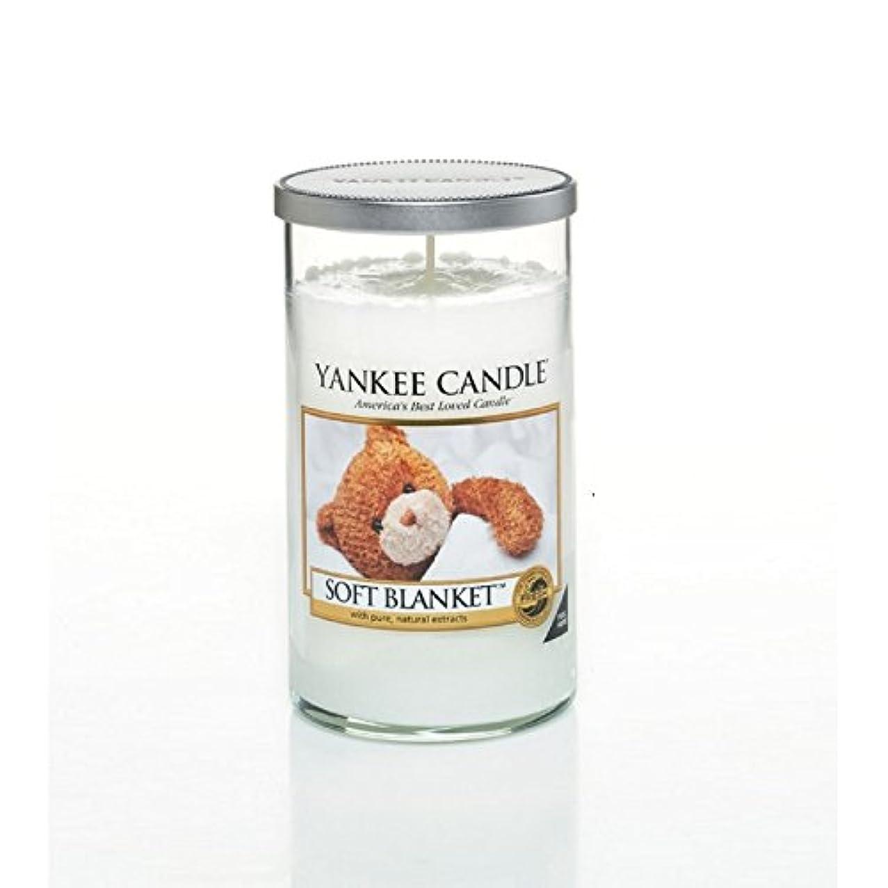 スクリーチ皮ご近所ヤンキーキャンドルメディアピラーキャンドル - ソフト毛布 - Yankee Candles Medium Pillar Candle - Soft Blanket (Yankee Candles) [並行輸入品]