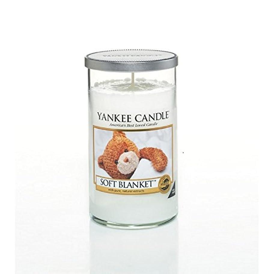 クレジットほこりっぽい春ヤンキーキャンドルメディアピラーキャンドル - ソフト毛布 - Yankee Candles Medium Pillar Candle - Soft Blanket (Yankee Candles) [並行輸入品]