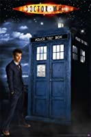 """Doctor Who–Framedテレビポスター/印刷( Glow in the Dark ) ( David Tennant–the 10th Doctor & The Tardis ) ( Size : 24"""" x 36"""" ) ( byポスター停止オンライン) Clear / Transparent Poster Hanger - 24"""" P4000-M065"""