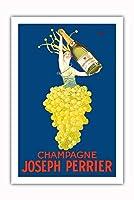 シャンパンジョセフペリエ - シャルドネぶどうを着た女性 - ビンテージな広告ポスター によって作成された J・ストール c.1926 - プレミアム290gsmジークレーアートプリント - 61cm x 91cm