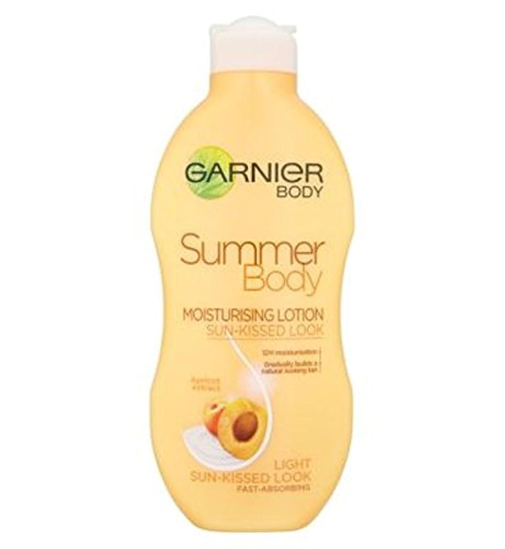 どれでも机もつれGarnier Summer Body Lotion Light Sun-Kissed 250ml - ガルニエの夏のボディローションライト日、キスをした250ミリリットル (Garnier) [並行輸入品]