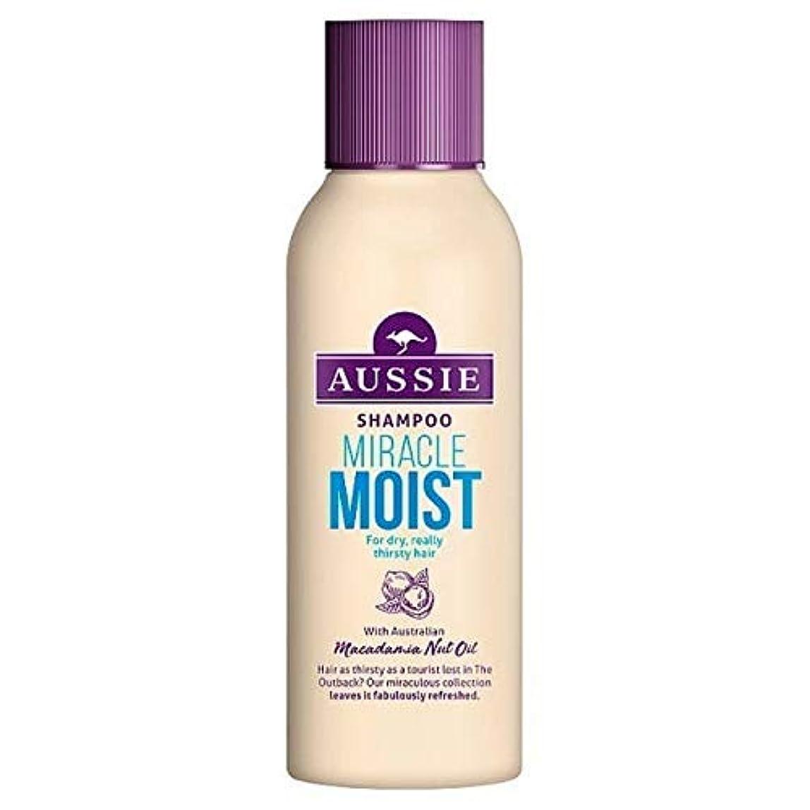 特異性移民資本[Aussie ] 乾いた、のどが渇い毛90ミリリットルのためのオーストラリアの奇跡しっとりシャンプー - Aussie Miracle Moist Shampoo For Dry, Thirsty Hair 90ml [並行輸入品]
