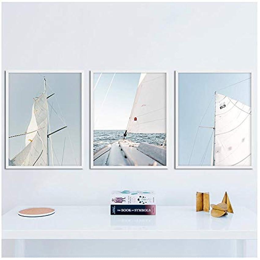 くつろぎ衝突コースゆりミニマリストの帆壁アートスカイヨットキャンバス絵画の装飾地平線のポスターとプリントリビングルームのオーシャンボートの写真(枠なし)50x70cmx3