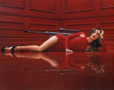 ブロマイド写真★海外ドラマ『NIKITA ニキータ』マギー・Q/銃をバックに寝転ぶ