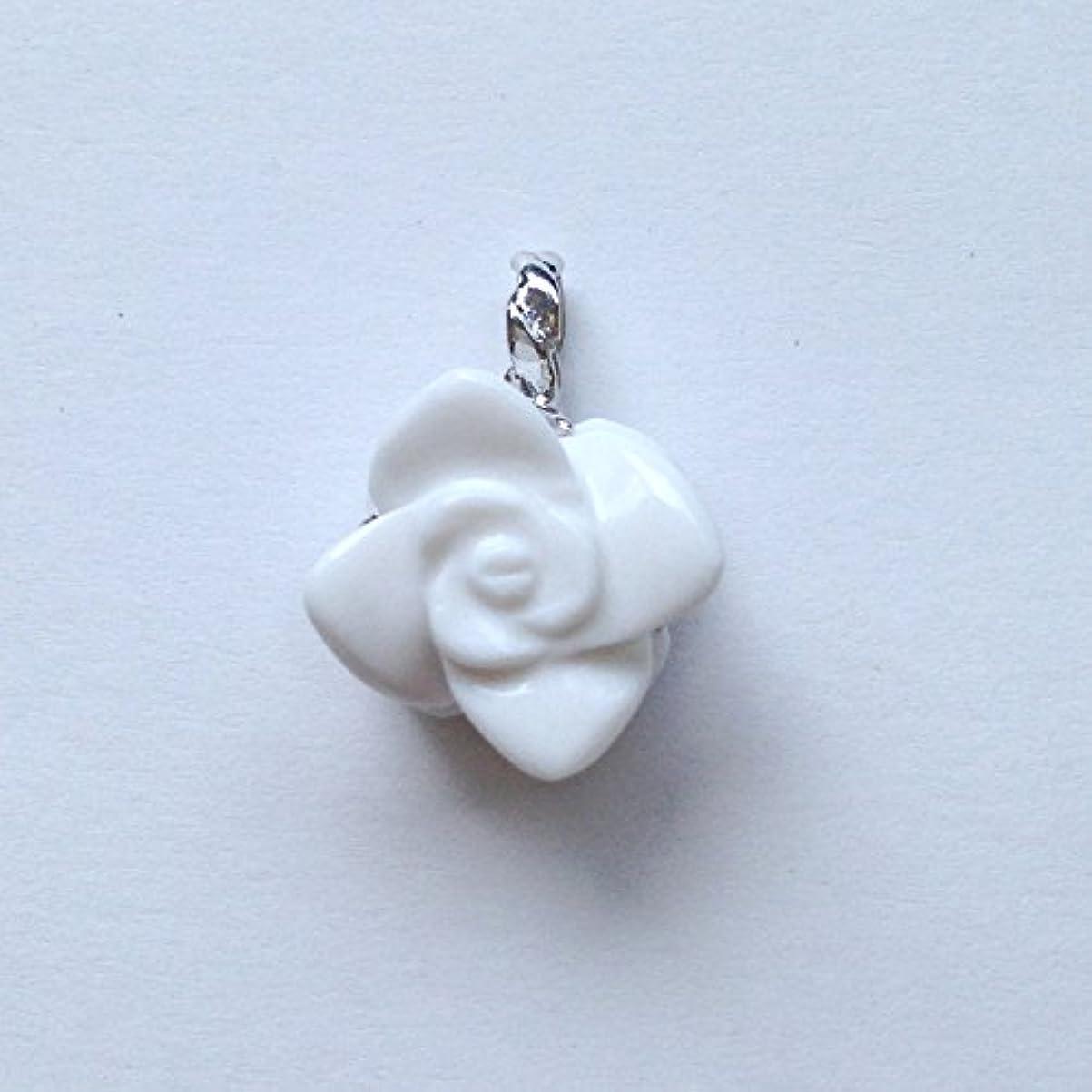 値むちゃくちゃ細菌香る宝石SVホワイトメノウペンダント通常¥26,800の所 (Ag925)