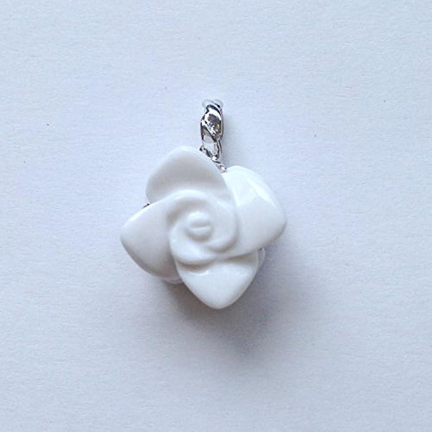 ページェントステップ許可する香る宝石SVホワイトメノウペンダント通常¥26,800の所 (Ag925)