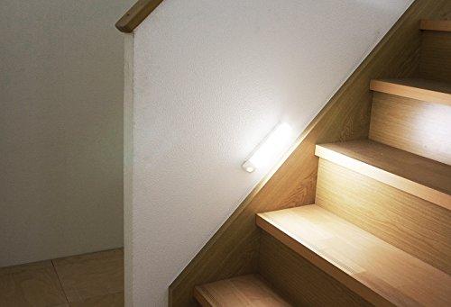 アイリスオーヤマ 屋内 LED センサーライト 昼白色 乾電池式 ウォールタイプ BSL40WN-W