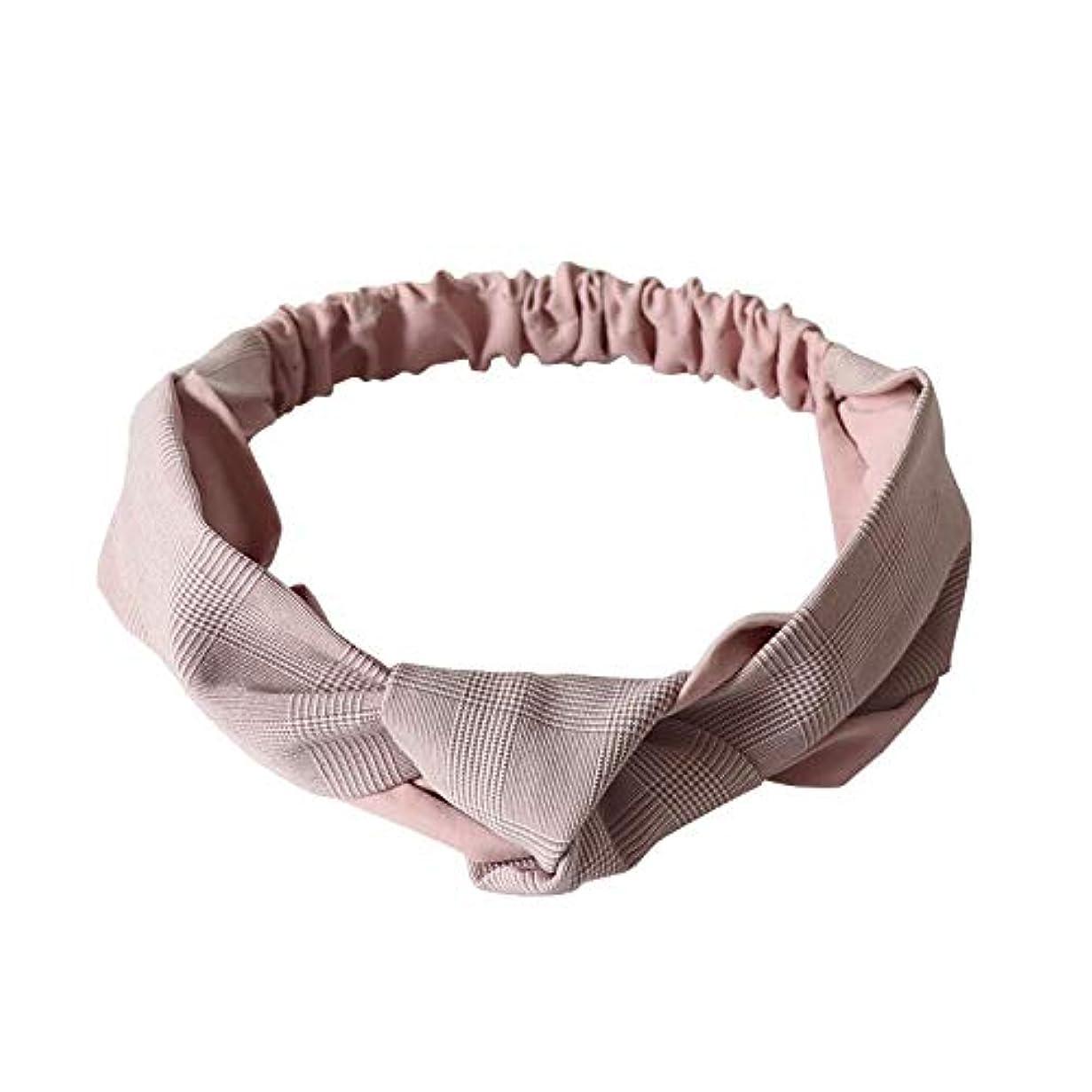 湿った地下ベーカリーヘアアクセサリーに女性の甘い頭巾をつけて、顔を洗ってカチューシャを巻きます