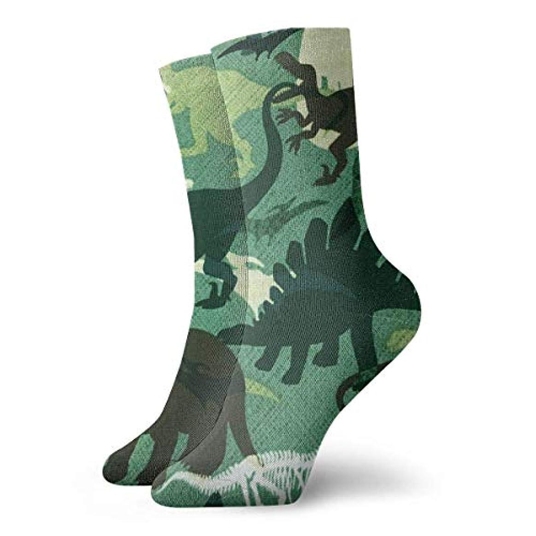 qrriyノベルティデザインクルーソックス、緑の恐竜迷彩、クリスマス休暇クレイジー楽しいカラフルなファンシーソックス、冬暖かいストレッチクルーソックス