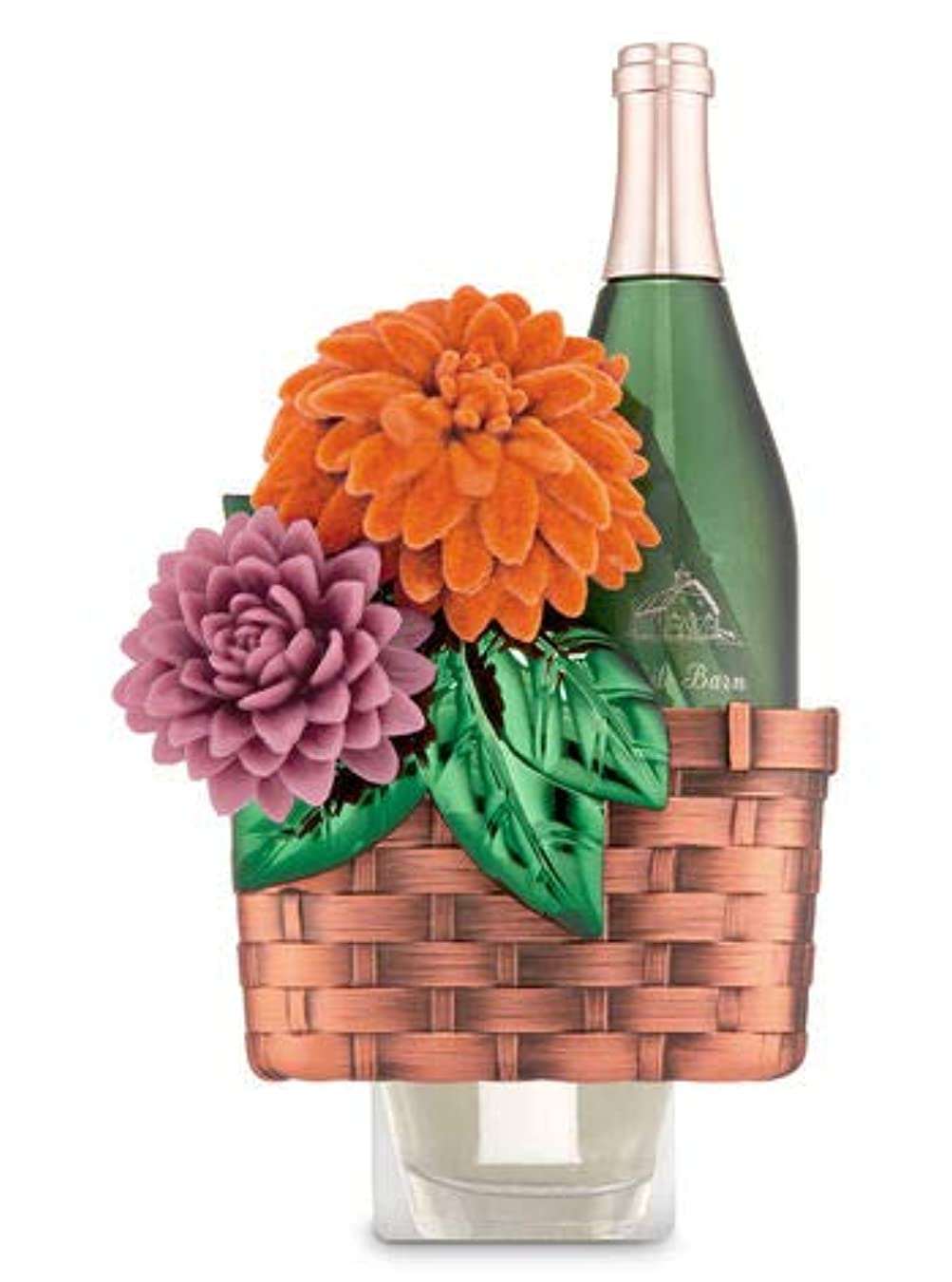 華氏同情的クマノミ【Bath&Body Works/バス&ボディワークス】 ルームフレグランス プラグインスターター (本体のみ) ワインバスケット Wallflowers Fragrance Plug Wine Basket [並行輸入品]