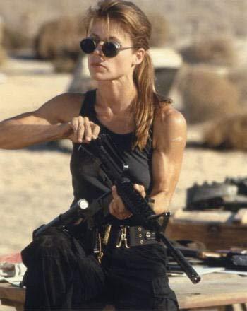 ブロマイド写真★リンダ・ハミルトン/『ターミネーター2』/銃の手入れをするサラ・コナー