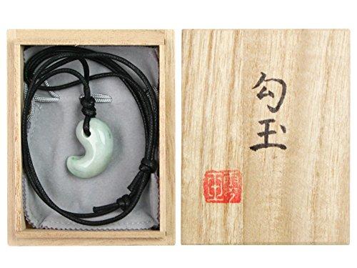 古代勾玉(まがたま)ペンダント 糸魚川産ヒスイ [翡翠輝石 Jadeite]【桐箱入】※巾着袋付き