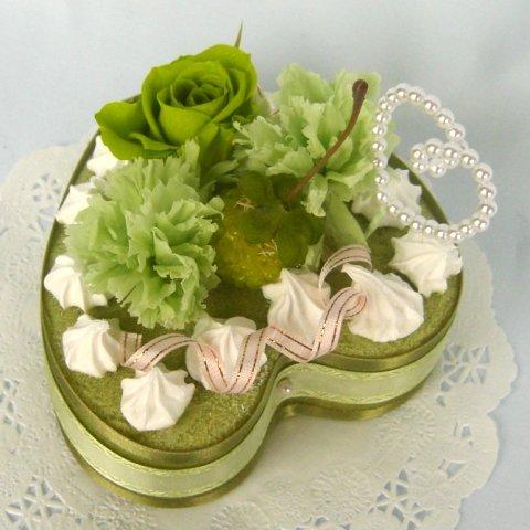 誕生日にグリーンのバラとカーネーションでプリザーブドフラワー...