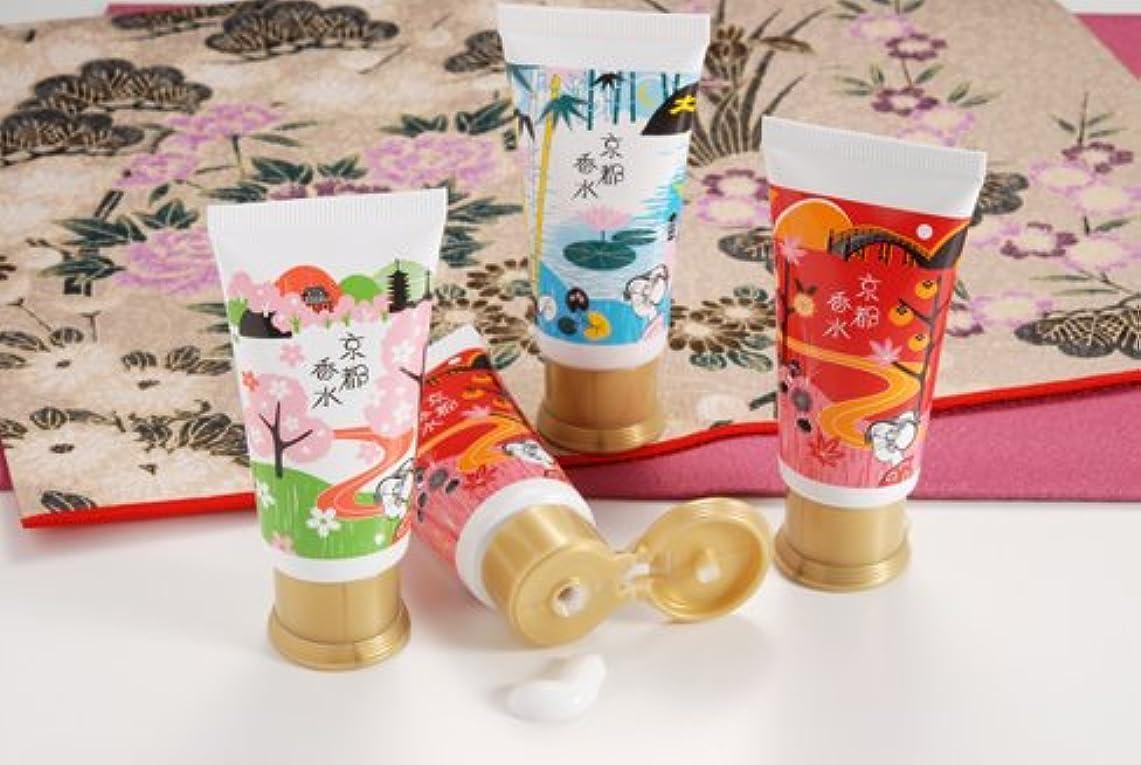 朝の体操をする頑固な曖昧な京都舞妓 みるく香水 竹と蓮の香り