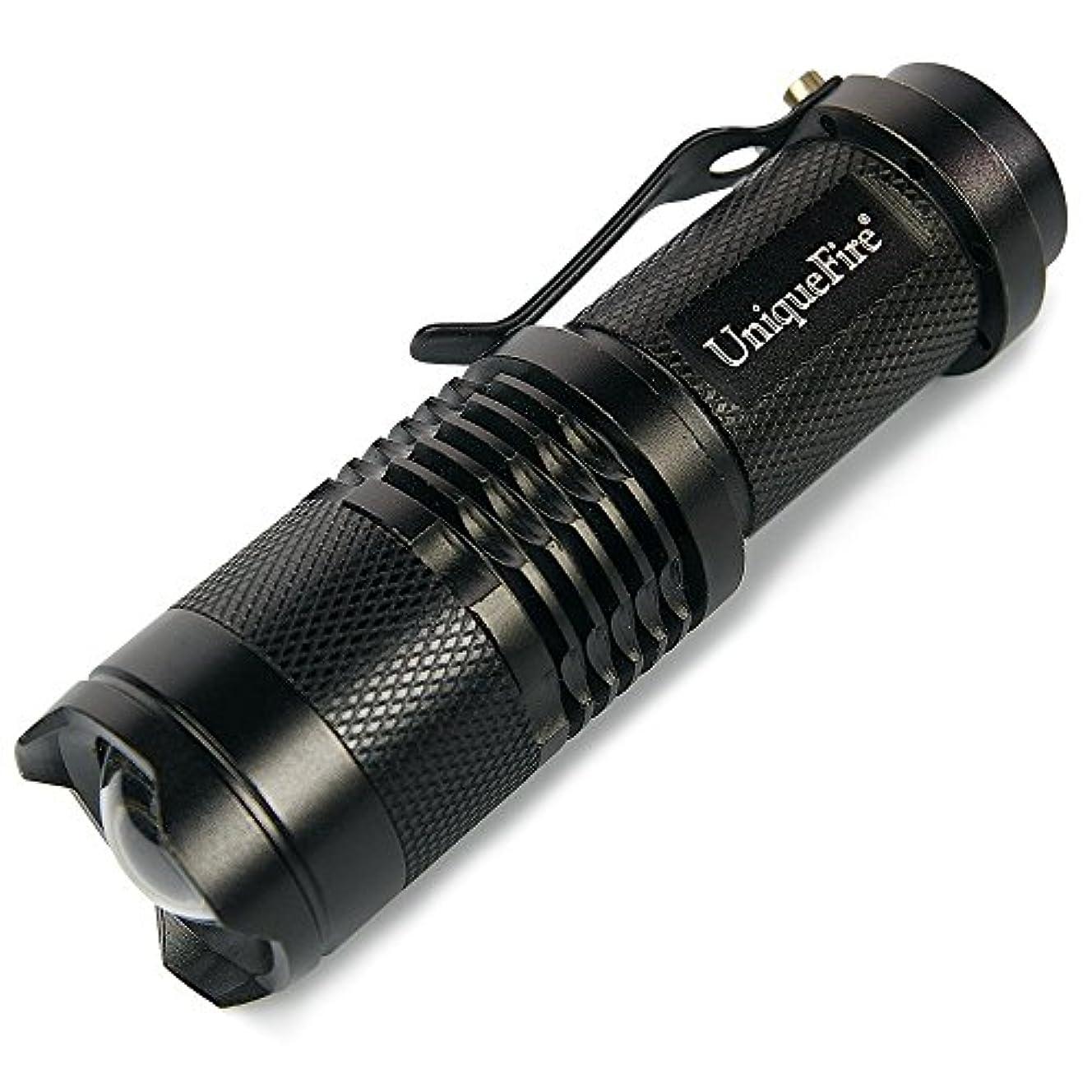 勤勉の間で受け入れたUniquefire SK68 手のひらサイズ 強力 300ルーメン led ライト 焦点距離が調節できるハイ?パワーLED懐中電灯 防水 防水 ズームフォーカス機能付