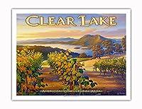 クリア・レイク・ワイナリー - ブラスフィールズ・エステート・ワイナリー - ノースコーストAVAブドウ園 - カリフォルニアワインカントリーアート によって作成された カーン・エリクソン - アートポスター - 51cm x 66cm