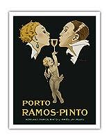 ポルト ラモス?ピント - アールデコ調のカップルのキス - ポートワインのグラスを掲げるキューピッド - アドリアーノラモス?ピント & Irm?o Lda ポルト - ビンテージな広告ポスター によって作成された ルネ・ヴァンサン c.1920s - アートポスター - 28cm x 36cm