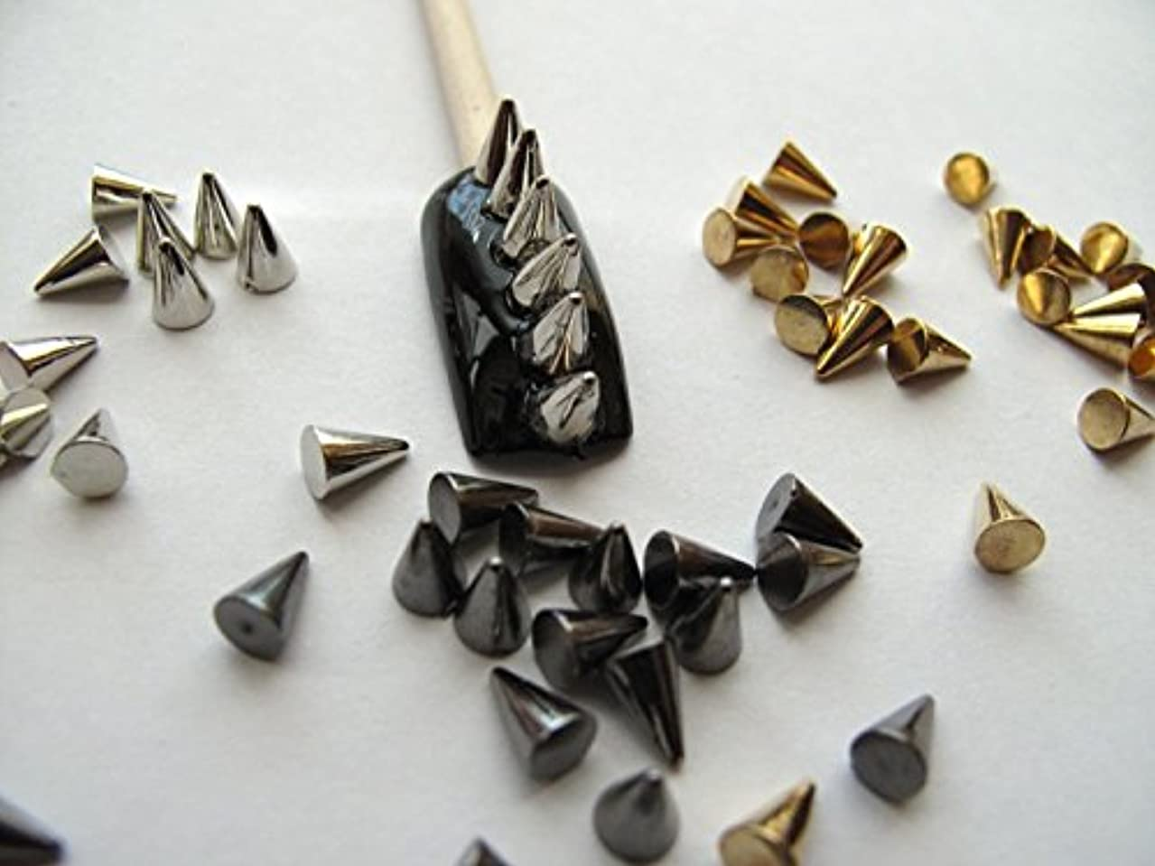 トースト裁判所運命150ミックスブラック、シルバーとゴールデンコーンの素晴らしい価格セット/スパイク / メタルスタッド3Dネイルアートデコレーション