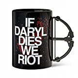 """■ウォーキングデッド■The Walking Dead (2010-)[TV] ■「ダリルが死んだら暴れるゾ!」と書かれた、取っ手がクロスボウのマグ ■""""If Daryl Dies We Riot"""" Crossbow Mug"""
