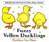 Fuzzy Yellow Ducklings [ハードカバー] / Matthew Van Fleet (著); Dial (刊)